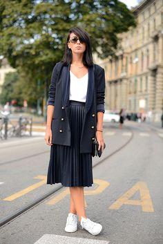 street style moda en la calle tendencias viernes casual   Galería de fotos 8 de 130   VOGUE