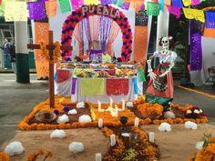 Altar de Muertos. Dia de los Muertos. Mexico. Puebla, Pue. Tradiciones de Mexico. China poblana.