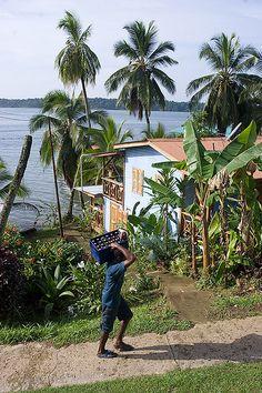 Streets, Bastimentos, Bocas de Toro, Panamá. Photo: Mar Hors www.Coolpanama.com