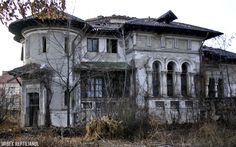 Sad story, the owners were forced to live in the… Abandoned Cities, Abandoned Mansions, Abandoned Houses, Old Houses, Haunted Places, Old Buildings, Art And Architecture, Monet, Beautiful Places