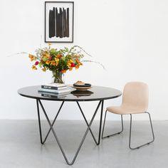 De eetkamerstoel inskin leder zit uiterst comfortabel en is een van onze populaire items. Door zijn tijdloze uitstraling past de stoel in ieder interieur. De stoel is ook beschikbaar in zwart leder.