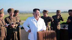 #موسوعة_اليمن_الإخبارية l بالصور: هذا هو سر حملة الدفاتر حول زعيم كوريا الشمالية