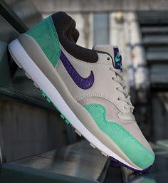 Nike Air Safari – Mortar – Electric Purple – Green Glow – Pottery Brown