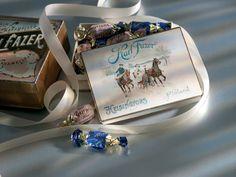 Chocolate box #history #Geisha #fazerinsininen Chocolate Box, Marimekko, Geisha, Product Design, Finland, Legends, Dreaming Of You, Christmas Gifts, Candy