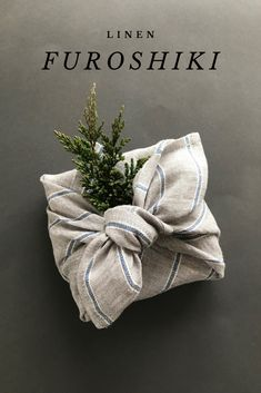 New Photo Gray furoshiki wrapping cloth with blue stripes. Zero waste gift wrapping ideas Popular The more colorless a diamond is, the more useful it is. The colorless Rock is known as'white '. Wrapping Ideas, Gift Wrapping Clothes, Japanese Wrapping, Furoshiki Wrapping, Gift Wraping, Wraps, Diy Gifts, Handmade Gifts, Fabric Gifts