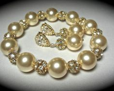 Pearl Bracelet and earring set // Chunky Pearls // Gold fireballs // Elegant // Bridal Jewelry // Bridesmaids // Gift // Formal Jewelry //
