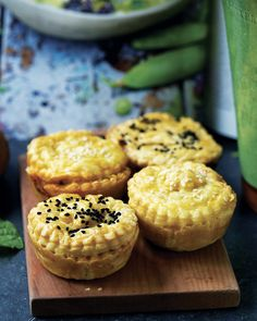 Mince & kale pies - This is a great way to bring the highly nutritious kale into your family's diet. Vegetarian Recipes, Cooking Recipes, Kale, Cheesecake, Muffin, Frozen, Diet, Vegetables, Breakfast