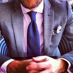 Textured gray suit, lightly patterned pink shirt, and medium blue tie for spring or summer Fashion Mode, Suit Fashion, Mens Fashion, Sharp Dressed Man, Well Dressed Men, Red Shirt Dress, Men Dress, Dress Shirts, Pink Shirts