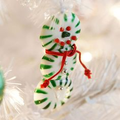 DIY Snowman Ornaments - TOP 10 Christmas Projects and Tutorials Snowman Christmas Ornaments, Snowman Crafts, Christmas Crafts For Kids, Handmade Christmas, Holiday Crafts, Christmas Holidays, Christmas Decorations, Kids Crafts, Christmas Ideas