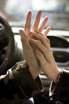 El amor es lo que nos hace sentir vivos.