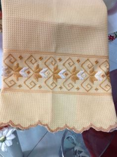 Pano de copa da Dohler, Milano, 98 por cento em algodão , bordado a mão , com linha de primeira linha e acabamento em festoné .