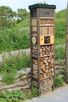Insect hotel from www.nl in the Wilde Weelde World . - Insect hotel from www.nl in the Wilde Weelde Wereld in Appeltern Garden Bugs, Garden Insects, Garden Animals, Garden Pests, Garden Art, Garden Design, Bug Hotel, Garden Projects, Bird Houses