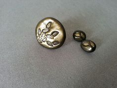 Stylish hand made ring and ear studs in black and gold with floral ornaments.