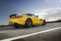 Porsche 911 challenger from Mercedes-AMG dream factory blends turbo charged muscle with a quite stunning style Car Colors, Colours, Mercedes Amg Gt S, Bmw M6, Performance Exhaust, Jaguar F Type, Gt Cars, Sport Seats, Yellow Painting