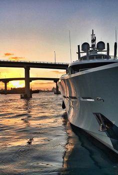 Nassau Harbour Sunset #BahamasBoating