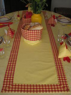 Centro rettangolare fatto a mano. #handmade #artigianato tessile #homedecor #coordinati per la tavola