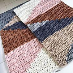 Crochet Rug Patterns, Crochet Stitches, Crochet Carpet, Loom Weaving, Diy Crochet, Knitting Designs, Rugs On Carpet, Handmade, Blanket