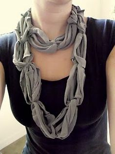T-shirt DIY scarf. Great idea if you have a bunch of t-shirts you don't wear anymore. Tshirt Knot, Scarf Shirt, T Shirt Diy, Shirt Scarves, Baby Shoes Pattern, Shoe Pattern, Pattern Sewing, Crochet Patterns, Recycled T Shirts