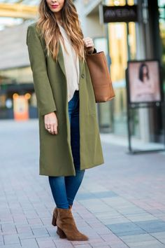 Trench coat Love | how to style a trench coat | winter style | winter fashion | styling for fall and winter | cold weather fashion | style ideas for winter | fashion tips for winter || The Girl in the Yellow Dress