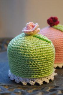 """Free Crochet Pattern for Swedish """"Princess Cake"""" Pastry / Gratis mönster på virkad prinsessbakelse mini prinsesstårta"""