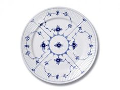 Ein unschlagbares Team auf jeder Tafel: blau-weißes Porzellan. ZUHAUSE WOHNEN hat neue dekorative Dessins und Geschirrklassiker ausgewählt. Mit Bestellangeboten!