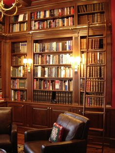 This grand home library was designed and built by Odhner & Odhner in a rather grand Philadelphia apartment. The wood specie was cherry. the space includes a bar area. Prestige & ... a good book ! - / Ohdner & Odhner Inc., Easton, Pennsylvania