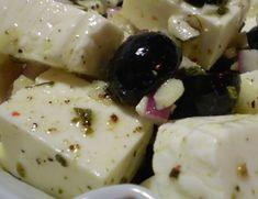 Receta de queso panela marinado y con aceitunas que encantará como una rica botana y muy saludable