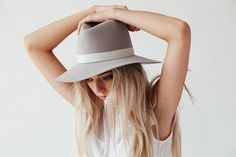 Janessa Leone's Spring Hat Collection http://www.siempre-lindas.cl/