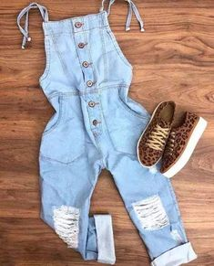 How to Wear Overalls: 30 Outfit Ideas For Every Occasion This article will help . - New Ideas How to Wear Overalls: 30 Outfit Ideas For Every Occasion This article will help 30 Outfits, Teenage Outfits, Cute Casual Outfits, Teen Fashion Outfits, Cute Summer Outfits, Simple Outfits, Outfits For Teens, Stylish Outfits, Girl Fashion