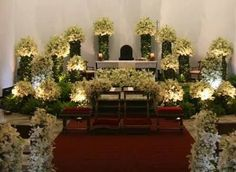 Resultado de imagen para arreglos florales para pasillo de iglesia