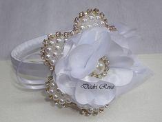 Tiaras de luxo pérolas c/ strass branca