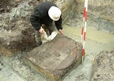 Danish archaeologist Peter Mandrup removes the cover of what is believed to be a well-preserved Viking shield from the century which they found during excavations near Viking-age castles, some 62 miles west of Copenhagen. Viking Life, Viking Art, Archaeological Discoveries, Archaeological Finds, Medieval, Viking Shield, Viking Culture, Old Norse, Asatru
