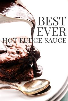 A Dash of Sanity - All My Recipes!Am Besten Immer Hot Fudge Sauce A Dash of Sanity - All My Recipes!Am Besten Immer Hot Fudge Sauce A Dash of Sanity - All My Recipes!Am besten Immer Hot Fudge-Sauce - Eine Prise Vernunft Köstliche Desserts, Chocolate Desserts, Delicious Desserts, Dessert Recipes, Dessert Sauces, Hot Fudge Sauce, Yummy Treats, Sweet Treats, Fondant