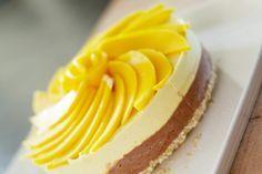 Raakakakku ilman pähkinöitä - HaLo | Lily.fi Halo, Cheesecake, Baking, Desserts, Therapy, Food, Drink, Cheesecake Cake, Bread Making