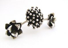 Hey, I found this really awesome Etsy listing at https://www.etsy.com/listing/460219934/double-floral-ring-two-fingers-ring