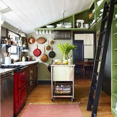 sliding ladder in the kitchen (via desire to inspire)