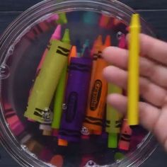 Love this technique for melted crayon art.top- Love this technique for melted crayon art.top Love this technique for melted crayon art. Diy Crafts Hacks, Diy Home Crafts, Diy Arts And Crafts, Cute Crafts, Creative Crafts, Crafts To Do, Crafts With Crayons, Recycled Crayons, Diy Crayons
