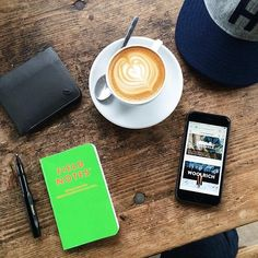 Now this this is how to 'do' shopping. #hideandseek #huckberry #fieldnotes #coffee Pic by: @mat_buckets #bellroy #mybellroy #carrycollections #allrounder