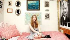 Tour College Student Augusta Dayton's Dorm Room: Though this rising sophomore now resides in New York, her space has a California beach aesthetic. College Room Decor, College Dorm Decorations, College Dorm Rooms, Wall Decorations, College Apartments, Dorm Design, Dorm Room Designs, House Design, Dorm Room Walls
