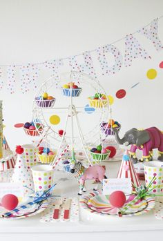 How To Throw a Fantastic Circus Animal Parade Party. Recreate these adorable circus party ideas to celebrate your little one's next birthday! Circus Carnival Party, Circus Theme Party, Kids Party Themes, Kids Party Decorations, Circus Birthday, Animal Birthday, 1st Birthday Parties, Circus Wedding, Party Ideas
