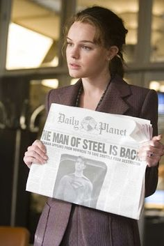 Kate Bosworth as Lois Lane in Superman Returns 2006 Bosworth plays a more serious Lois Lane as opposed to the hyperactive Lois played by Margot Kidder in the early movie versions of Superman. Superman Love, Superman Story, Superman And Lois Lane, Kate Bosworth, Dc Cosplay, Dc Movies, Films, Clark Kent, Capricorn