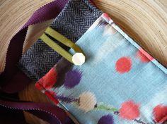 mini sac / étui iphone chevron gris et fleurs par Fee Home sur Etsy, €20,00