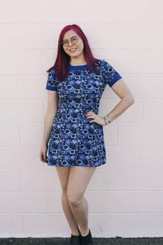 Short Person, Geometric Dress, Really Cool Stuff, Blue Dresses, Looks Great, Vintage Fashion, Short Sleeve Dresses, Skinny Jeans, Retro