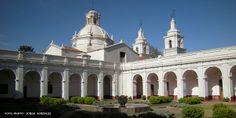 Tras los muros de estas estancias cordobesas se encierran siglos de la historia colonial de nuestro país. Construidas entre los años 1616 y 1725 por los jesuitas.