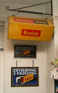 Amassing vintage digicam is typically a fun technique to obtain know-how about experience images. While you are people are advancement to effectively digital, video cams aren't old enough for consideration old Vintage Polaroid, Vintage Cameras, Vintage Photos, Vintage Ads, Kodak Film, Film Camera, Photography Camera, Vintage Photography, Kodak Logo