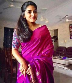 niveda thomas images in sarees are just wow and beautiful to see. this malayalam actress is getting married this year and waiting to watch her marriage pics Indian Attire, Indian Wear, Indian Outfits, Kerala Saree, Indian Sarees, Silk Sarees, Moda Indiana, Modern Saree, Stylish Sarees