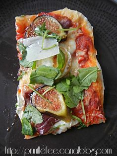pizza magret, chevre, figue, miel, roquette, pécorino
