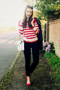 Blogger Emily Divine in the Yumi Ditsy Daisy Jumper http   www.emilydivine a2164a1ed99