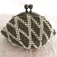 WEBSTA: #ビーズがま口#ビーズ編み#ビーズ編みがま口#crochet#beads #beadscrochet #beadcrochet #がま口#がま口財布 #Huaweimate9#mate9#ワイドアパーチャ #下田直子 先生の本