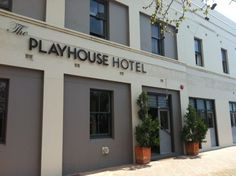 The Playhouse Hotel #Barraba takes its name from its 80 seat, intimate theatre, reguarly used for live shows, concerts and movies. As well-lit gallery connects the theatre to the restaurant. There is an ever-changing series of exhibitions, mostly featuring original works by local professional artists http://www.playhousehotel.com/home